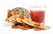 Light lunches. Crunchy biscuits and juice on a white background. — Stock Photo