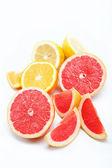 Frutas cítricas, isoladas em um fundo branco. — Foto Stock