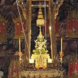 The Emerald Buddha in the temple of Wat Phra Kaew at the Grand Palace in Bangkok, Thailand - Zdjęcie stockowe