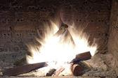 Grand feu dans la cheminée — Photo