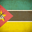 Old grunge paper with Mozambique flag background — Foto de Stock