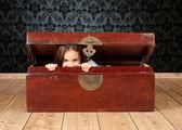 Little girl inside an ancient trunk — Stock Photo