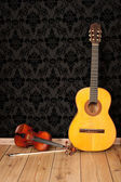 Classical guitar and violin — Stock Photo