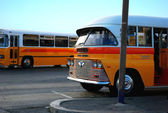 Old Maltese bus at bus stop — Stock Photo