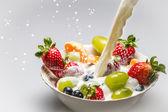 用牛奶新鲜水果 — 图库照片