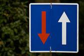 Mötande trafik väntar — Stockfoto