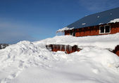 House buried in snow — Stockfoto