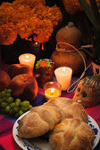 Mexican day of the dead offering altar (Dia de Muertos) — 图库照片