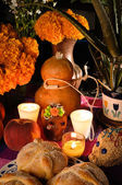 Mexican day of the dead offering altar (Dia de Muertos) — Foto Stock