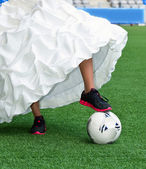 Bride playing football — Stock Photo