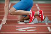 Detailed view of a sprinter in the starting blocks — Stockfoto