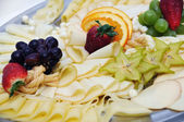 Garnished dish - cheese, fruits — Foto de Stock