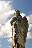 Statue angel and blue sky — Stock Photo
