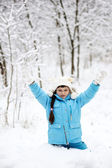 Adorable little girl in snow winter forest — Foto de Stock