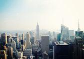 Vista de la ciudad de nueva york con el edificio empire state — Foto de Stock