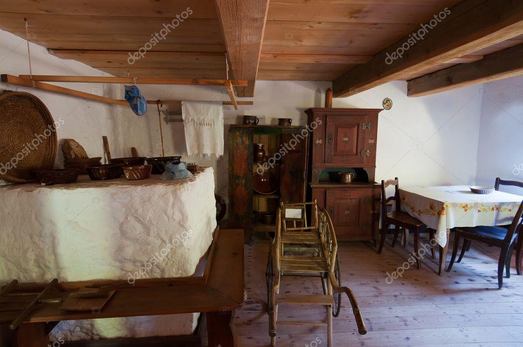 Int rieur de maison en bois ancienne photographie johnnydevil 8482531 - Interieur eigentijds houten huis ...