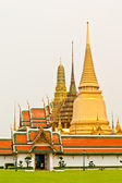 лужайка перед ват пхра кео в бангкоке — Стоковое фото