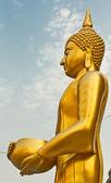 Buddha al wat arun godersi la ciotola — Foto Stock