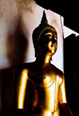 Buddha statue light and shadow — Stock Photo