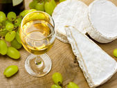 White wine, Brie, Camembert and grape — Stock Photo