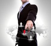 Affärsman peka på sociala nätverk — Stockfoto