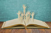 Papír řez rukou dobrovolnictví — Stock fotografie