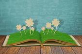 紙カット草本 4 つ葉のクローバーの — ストック写真
