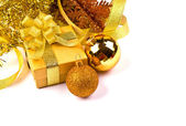 Golden gift box with golden ribbon — Zdjęcie stockowe