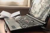 Glasses and laptop. — Stock Photo