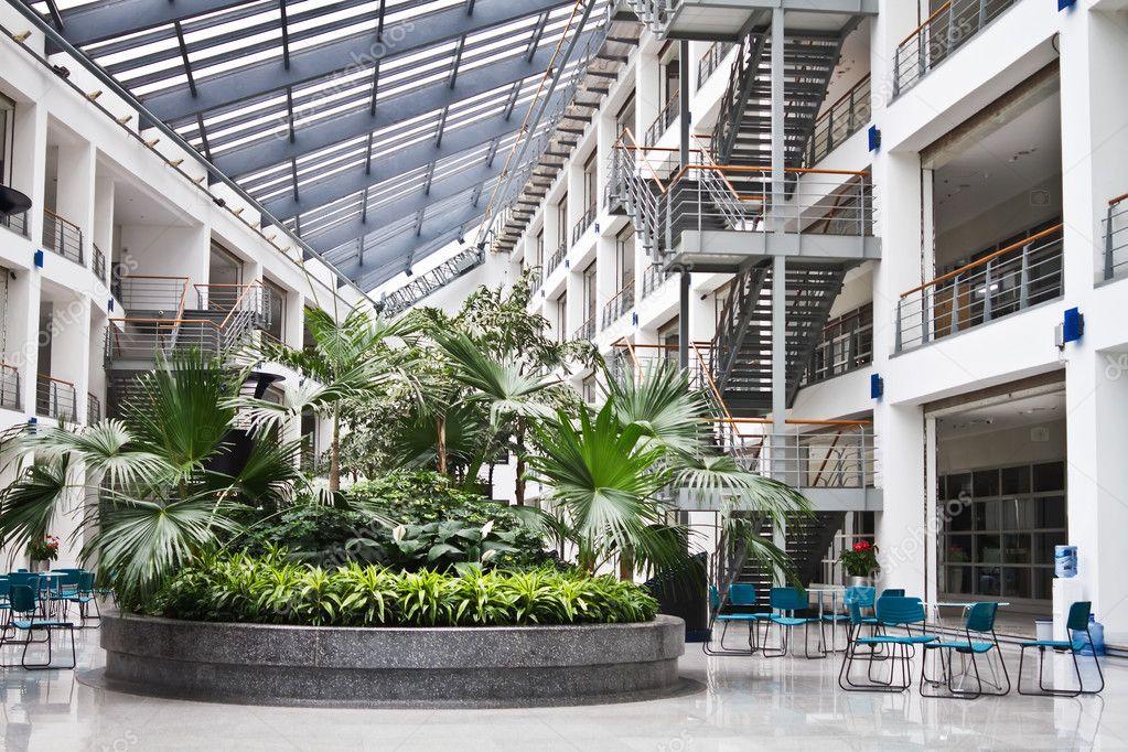 Foto di spazi interni dell 39 area relax in edifici per for Uffici moderni