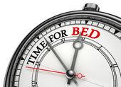 čas na posteli koncepce hodiny — Stock fotografie