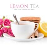 Tee in Tasse mit Keksen und Zitrone — Stockfoto