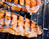 Juicy New York strip steak on a gas grill. — Foto Stock