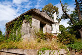19th century crypt or mausoleum at Oakland cemetery in Atlanta. — Stock Photo