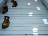 обувь и следы стопам — Стоковое фото