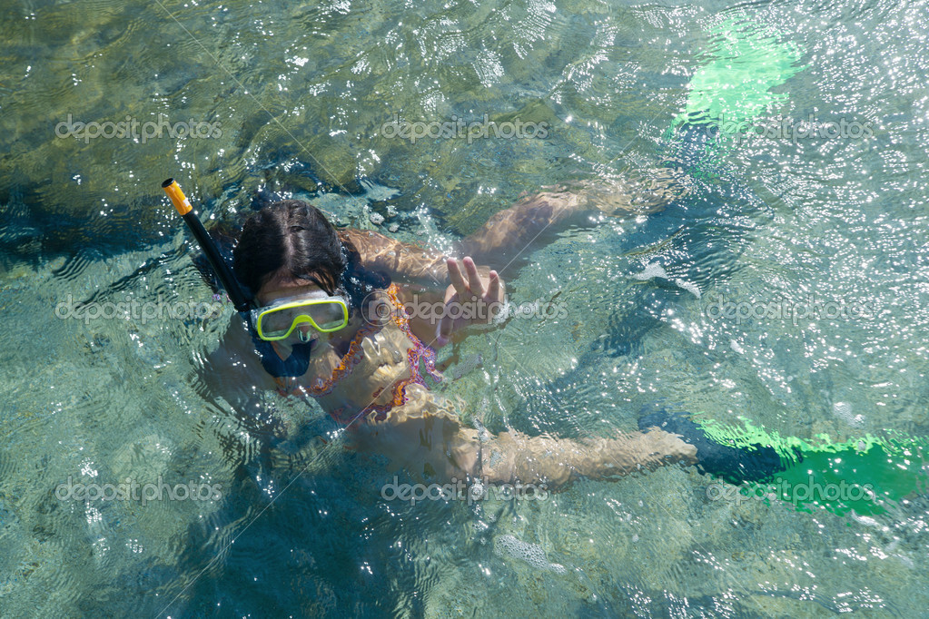 Summer day spent at sea to swim with flippers and goggles, — Stock Photo #10160002