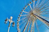 Ferris Wheel And Lamppost — Stock Photo