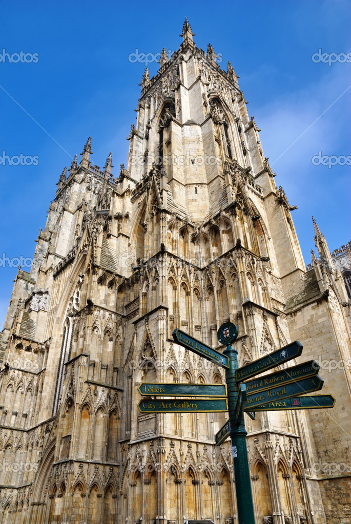Multidirectional signpost and west tower of york Minster Cathedral, York, England — Stock Photo #9670433