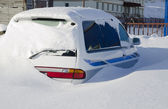 Snow covered car in the snowdrift after cyclone — Stock Photo