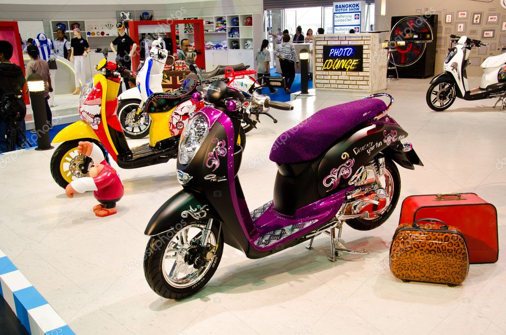 BANGKOK - MARCH 27:HONDA Scoopy-i Motorbike on display at The 33th Bangkok International Motor Show on March 27, 2012 in Bangkok, Thailand. — Stock Photo #10729799