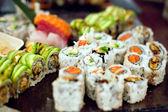 çeşitli suşi rulo — Stok fotoğraf
