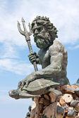 Rei grande estátua de netuno em praia va — Foto Stock
