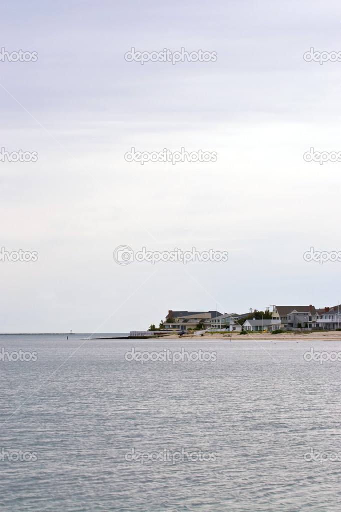 Beach homes or cottages lining the shoreline. — Stock Photo #8695329