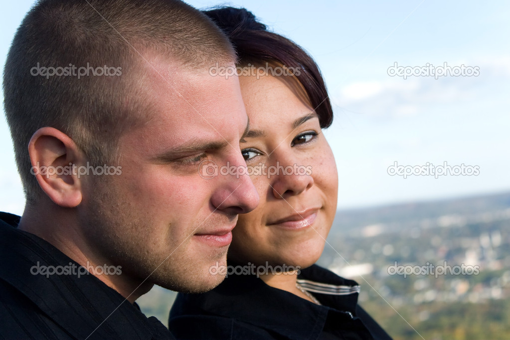 A young happy couple enjoying the scenic view outdoors. — Stock Photo #8697775