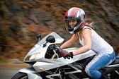 Blond biker girl — Stockfoto