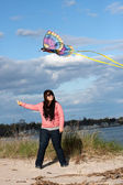 Girl Flying a Kite at the Beach — Stockfoto
