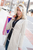 Mooie blonde shopper — Stockfoto