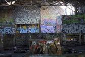 граффити покрыты трущоб — Стоковое фото