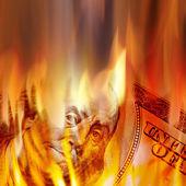 Dinheiro em chamas — Fotografia Stock