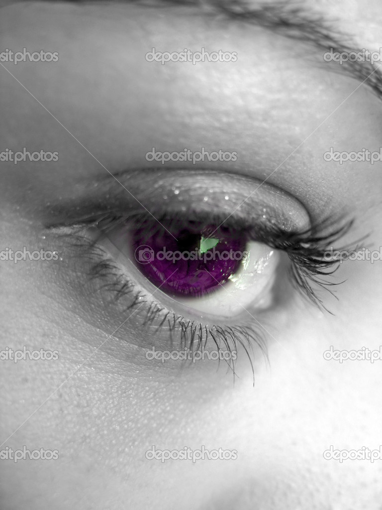 A macro shot of a pretty woman's eye with selective color. — Stock Photo #8944354